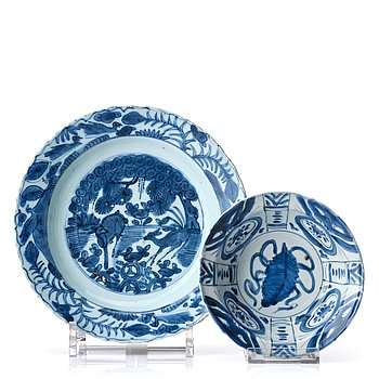 819. A set of two blue and white kraak dishes, Ming dynasty, Wanli (1572-1620).