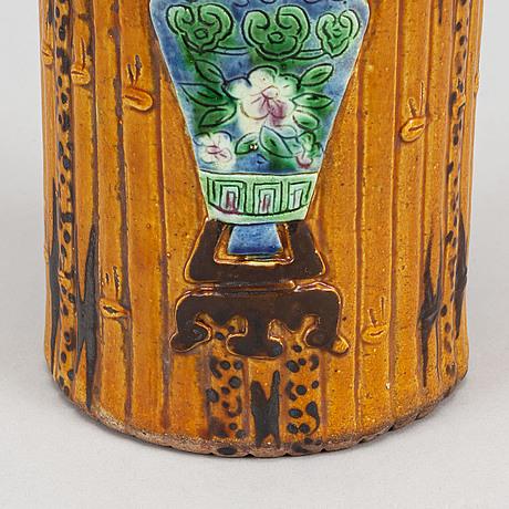 Penselvas, keramik. sen qingdynasti/tidigt 1900-tal.