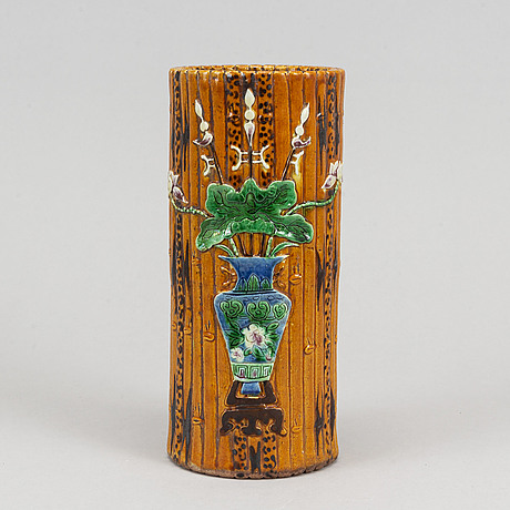 A bamboo shaped brush vase, late qing dynasty/early 20th century.