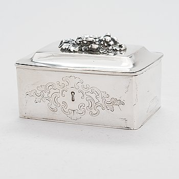 A silver sugar box, Warsaw 1852, unidentified maker's mark JP., assay master Walery Kostrebski.