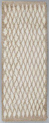 """Gunilla lagerhem ullberg, a runner, """"olivia"""", tufted, ca 253,5-257 x 93-95 cm."""