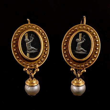Tagliamonte earrings with intaglio and pearl.