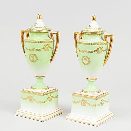 A pair of porcelain urns, possibly naples, first half of the 20th century.