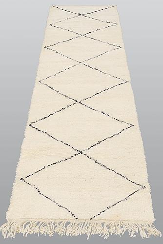 Gallerimatta, marocko, ca 290 x 80 cm.