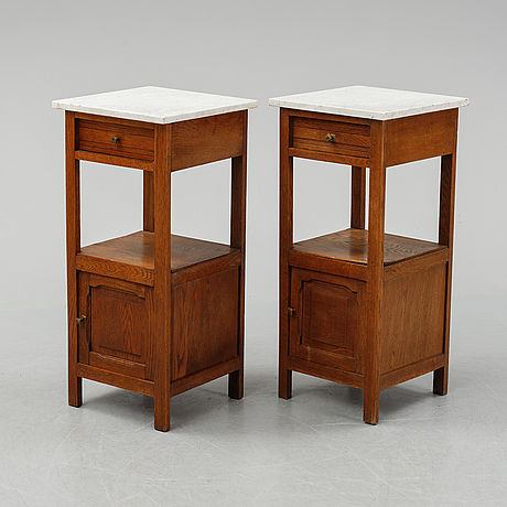 A pair od early 20th century bedside tables.