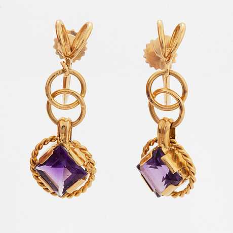 A pair of earrings and a brooch.