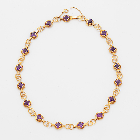 An 18k gold necklace set with amethysts.
