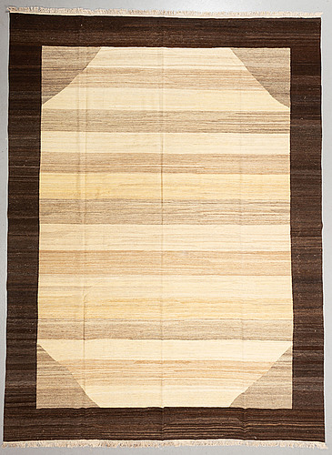A carpet, kilim, ca 400 x 298 cm.
