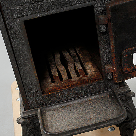 A cast iron stove, first half of the 20th century.