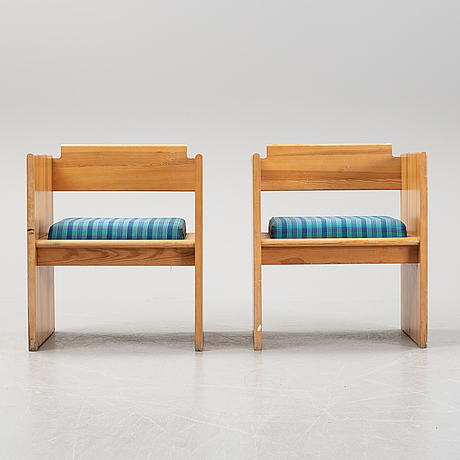 A pair of pinewood chairs, late 20th century.