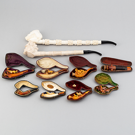 A collection of ten late 19th century pipes.