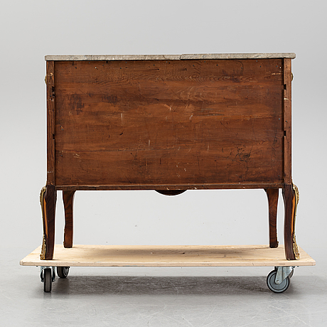 A late gustavian style chest of drawers, from around the year 1900.