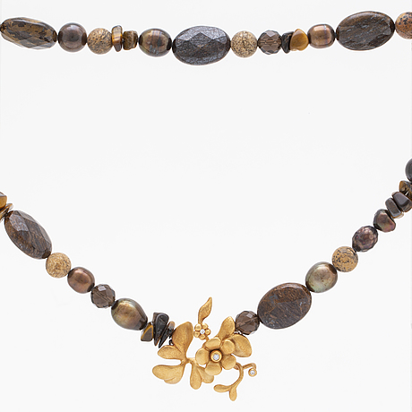 Lynggaard necklace 18k gold, jaspis, tiger´s eye, cultured pearls, quartz, diamonds, approx 44 cm.