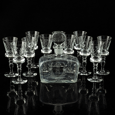 A set of 11 wine glasses and a bottle with stopper, 1900-tal.