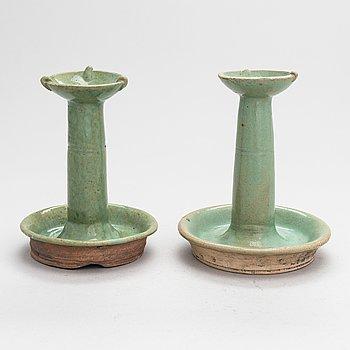 Rökelsehållare, ett par, keramik. Kina, Qingdynastin, 1800-tal.