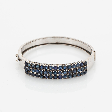 Faceted sapphire bangle.