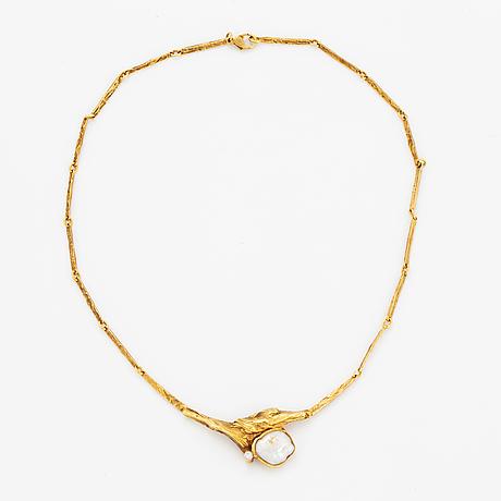 18k gold pearl and brilliant-cut diamond necklace.