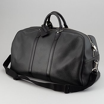 Louis Vuitton, a 'Taiga Kendall GM'.