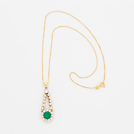 An 18k gold pendant set with a facted emerald.