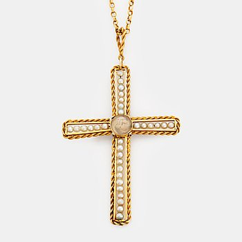 363. An 18K gold and pearl cross pendant with a gold chain.