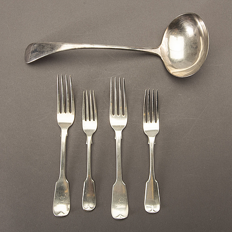 An english 20th century 21 pcs of silver cutlery, different makers, total weight ca 1120 gram.