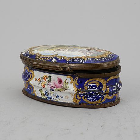 An enamel rococo box.