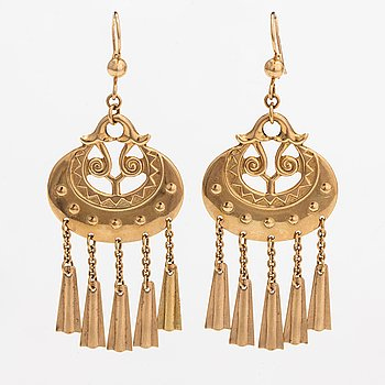 "Germund Paaer, A pair of 14K gold earrings ""Moon Goddess"". Kalevala koru, Helsinki 1998."