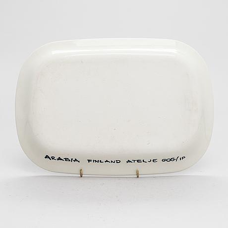 Gunvor olin-grönqvist, a porcelain dish signed  arabia finland atelje gog/ip.