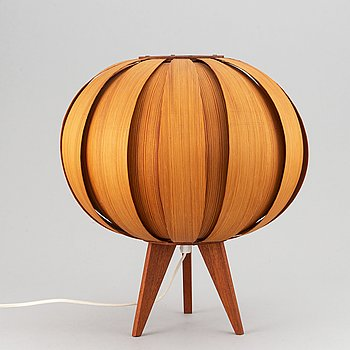 A pinewood table lamp, second half of the 20th century.
