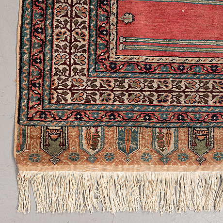 A runner, an old anatolian saf, ca 228 x 83,5-85,5 cm (as well as 1,5-2,5 cm flat wave at the ends).