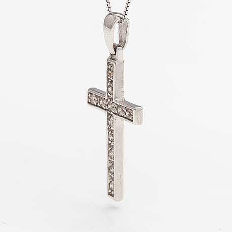 A 14k white gold necklace/cross with diamonds ca. 0.18 ct in total.