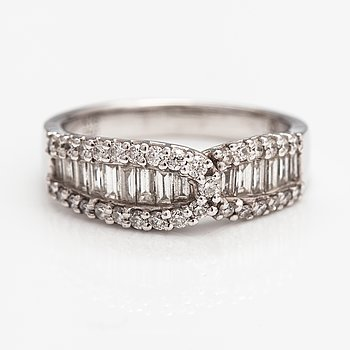 An 18K white gold ring with diamonds ca. 0.81 ct in total according to engraving.