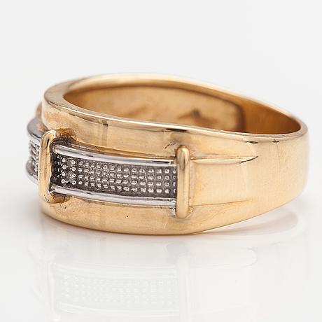 A 14k goldring with ca. 0.05 ct of diamonds.