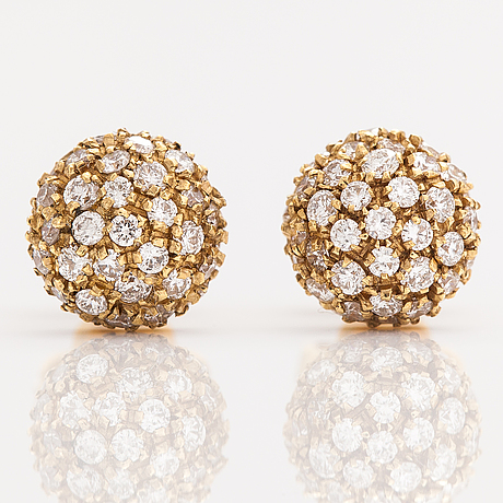A pair of 18k gold earrings with diamonds ca. o.70 ct in total.