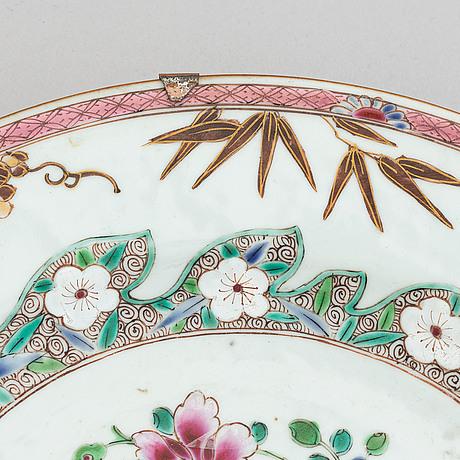 A famille rose dish, qing dynasty, yonzheng (1723-35).