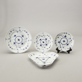 A 35 pcs Musselmalet Royal Copenhagen porcelain dinner service alter part of the 20th century.