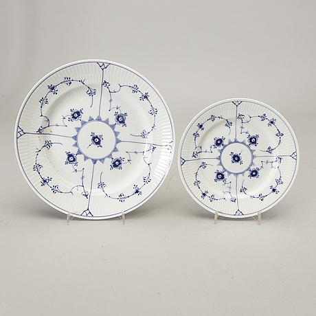 A 35 pcs musselmalet royal copenhagen porcelain dinner service alter part of the 20th century.
