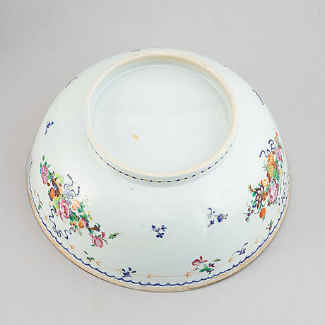 A pair of famille rose punch bowls, qing dynasty, qianlong (1736-95).