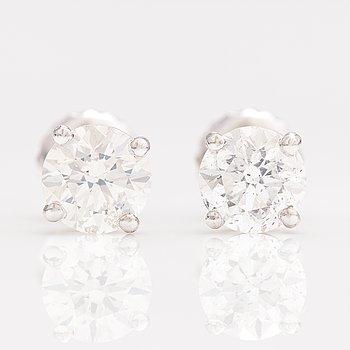 Örhängen, 14K vitguld, diamanter ca. 1.25 ct tot enligt certifikat.