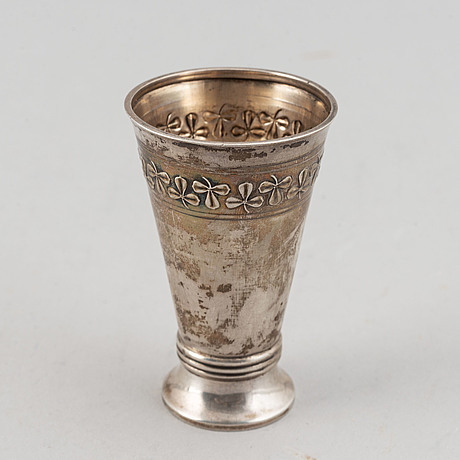 A swedish silver beaker with mark of gab 1909 and a swedish royal letter from 1943.