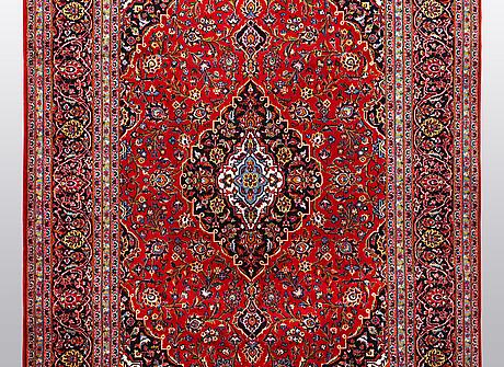 A carpet, kashan, ca 298 x 202 cm.