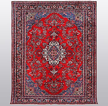 A carpet, West persian, ca 320 x 242 cm.