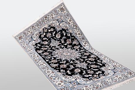 A rug, nain, part silk, 9 laa; ca 202 x 120 cm.