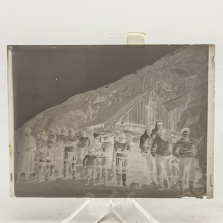 A collection of glassplates, mostly from 1920's greenland.