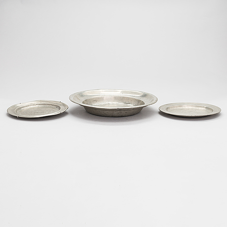 A set of three swedish pewter plates from 18th century.