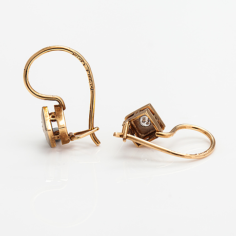 A pair of 18k gold earrings with diamonds ca. 0.08 ct in total.