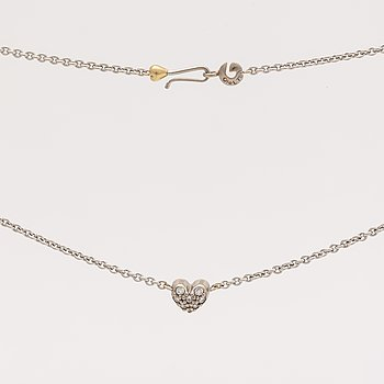 Lynggaard pendant on cjain, 18k whitegold brilliant-cut diamonds 0,08 ct, width heart approx 5 mm, length 40 cm, dustbag.