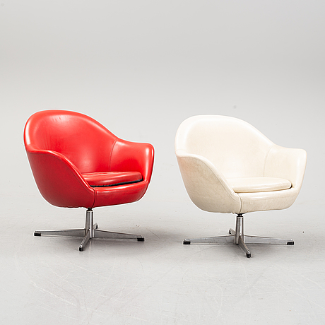 A pair of 1960's easy chairs.