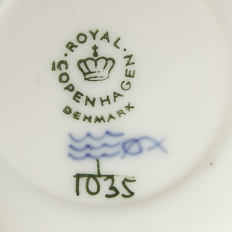 A 27 pcs royal copenhagen porcelain musselmalet service, later part of the 20th century.