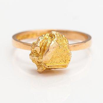 "Björn Weckström, A 14K gold ring ""Nugget"". Lapponia 1976."
